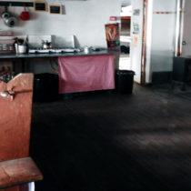 Intérieur du spacieux refuge de Carrozu