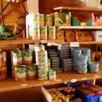 Dans l'épicerie du refuge de tighjettu