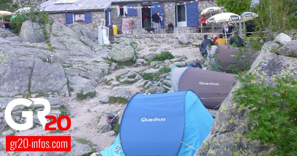 Aire de bivouac pour tente