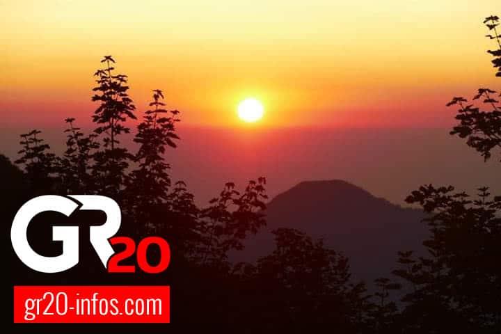 Photographie de stock - Ciel rouge au matin